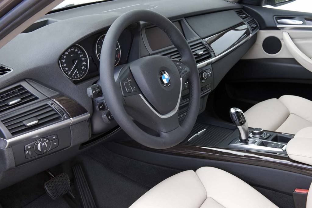 bmw x5 automobile premium 4x4 flexibilit maximale. Black Bedroom Furniture Sets. Home Design Ideas