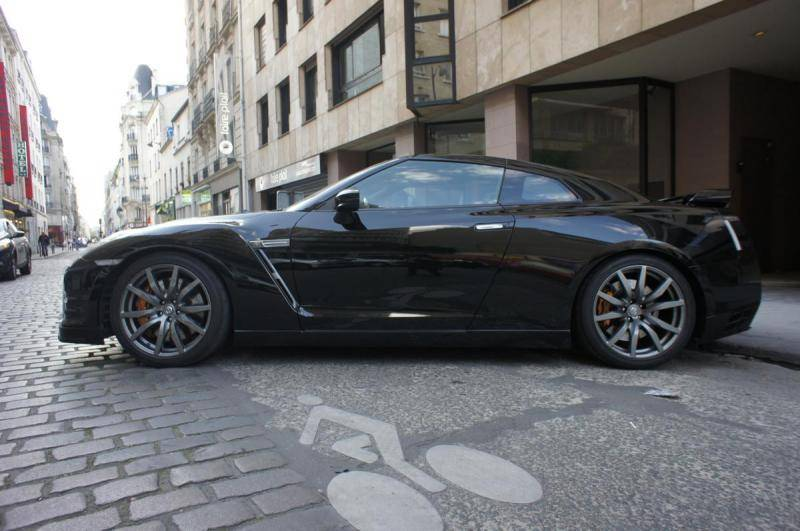 Nissan gt r d 39 occasion 3 8 530 black edition voiture for Garage bmw 75015
