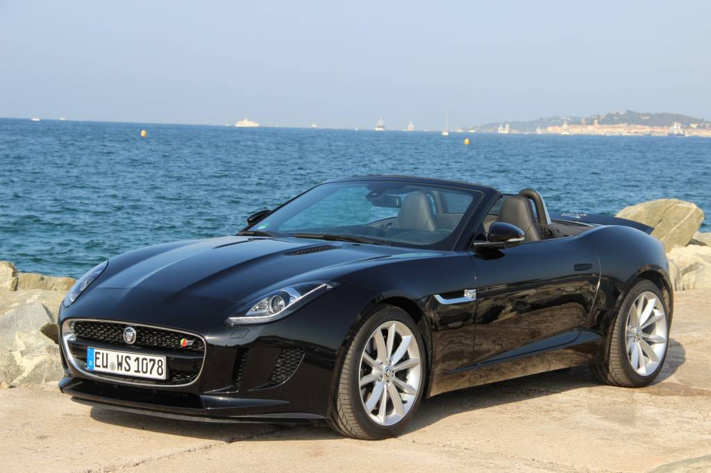 jaguar f type cabriolet 3 0 v6 suralimente 380 s voiture neuve et d 39 occasion de luxe. Black Bedroom Furniture Sets. Home Design Ideas