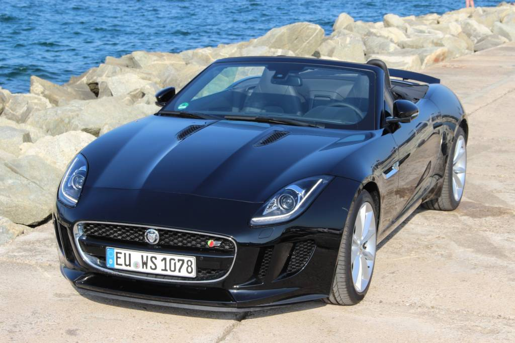 jaguar f type cabriolet 3 0 v6 suralimente 380 s voiture. Black Bedroom Furniture Sets. Home Design Ideas