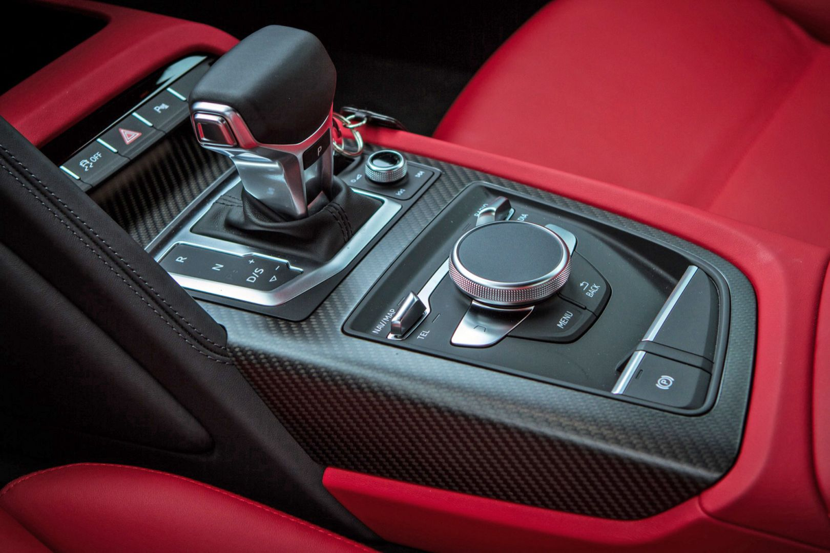 Pin audi r8 lausitzring driving experience wallpapers go for Interieur voiture de luxe