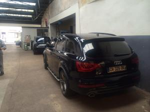 audi q7 avus premi re main vendre avec pack s line 3 0 tdi 7 places voiture neuve et d. Black Bedroom Furniture Sets. Home Design Ideas